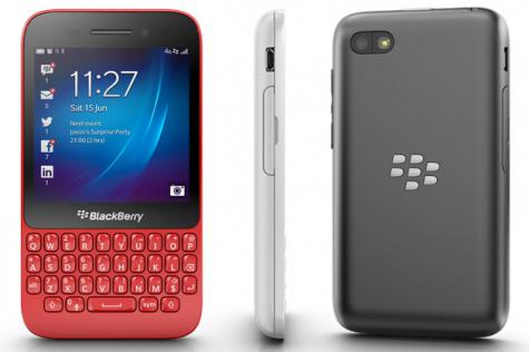BlackBerry Q5 front and side view